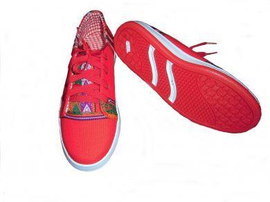 Trendy rote #Sneaker #Sportschuhe aus peruanischem #Mantastoff.