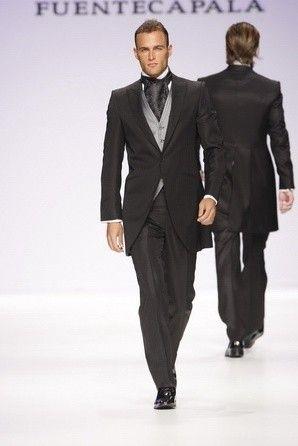 Conoce los trajes de novio modernos que causarán sensación en esta temporada! Trajes de novio Caramelo, alquiler de trajes de novio y mucho más!!!!