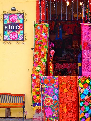 Frida loves style is folkloric & colorfull