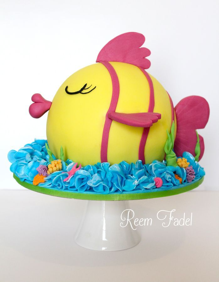 I made this cake for my brother who loves fishing, but hasnt been lucky lately. This is the proud fish refusing to get caught :)
