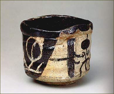 Oribe type. Mino Ware, ceramic. Momoyama period, 17th century. Donated by the Okaya Family. http://www.tokugawa-art-museum.jp/english/parmanent/room2/cya7.html