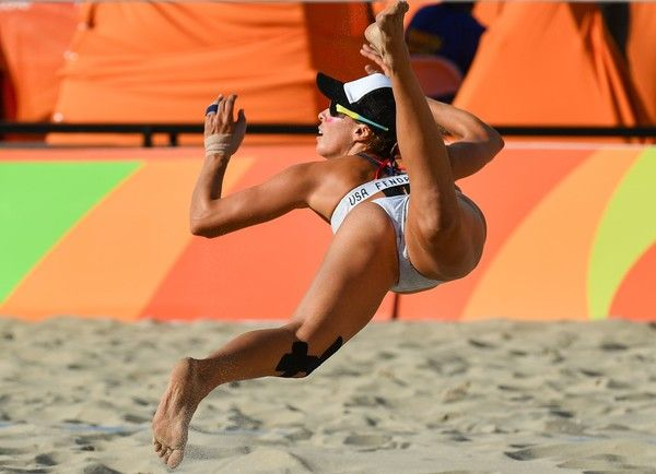 USA's Lauren Fendrick dives for the ball during the women's beach volleyball qualifying match between the USA and Russia at the Beach Volley Arena in Rio de Janeiro on August 11, 2016, for the Rio 2016 Olympic Games. / AFP / Leon NEAL