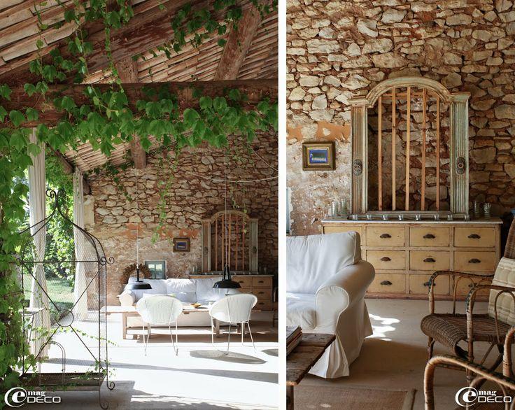 e-magDECO: Le mas d'un antiquaire à Roussillon love the old brick in this outside room