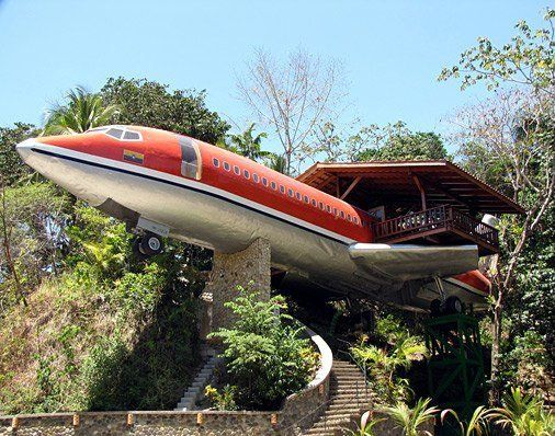 DIY : upcycle your old 1965 boeing 727 into a one of a kind treehouse (Hotel Costa Verde )
