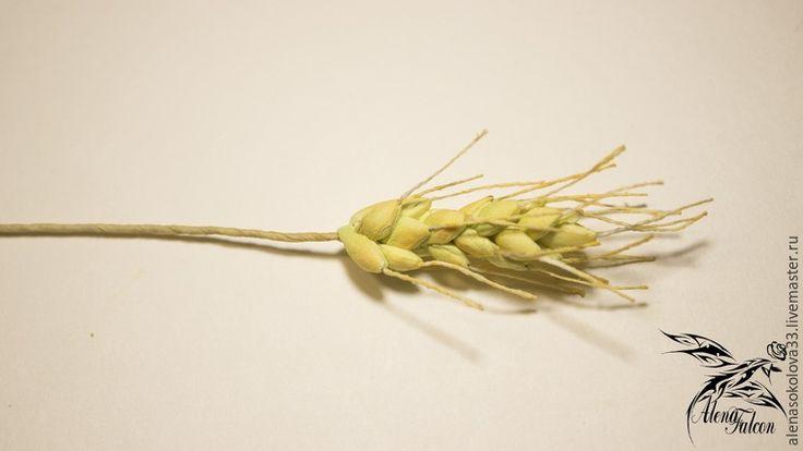 Хочу показать вам, как я делаю пшеничный колосок из фоамирана. Недавно мне поступил заказ на свадебные украшения с такими колосьями. Посмотрев несколько мастер-классов, я поняла, что все они достаточно трудоемкие по времени. Для меня же время — очень важный фактор. Поэтому я сделала колосок по-своему. И с радостью делюсь с вами своим способом изготовления пшеничного колоса.…