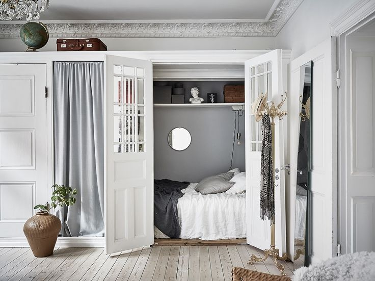 Don't have a separate bedroom? We like this idea of a cupboard bed! - Roomed