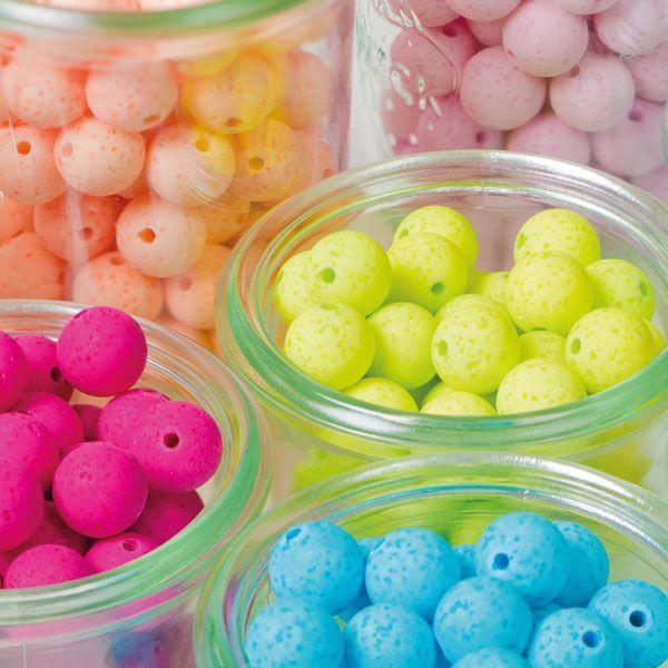 Polaris gala sweet Perlen sind ganz besondere Perlen. Ihre Oberfläche erinnert an Lava, gleichzeitig sind die Perlen aber schön leicht und farbenfroh