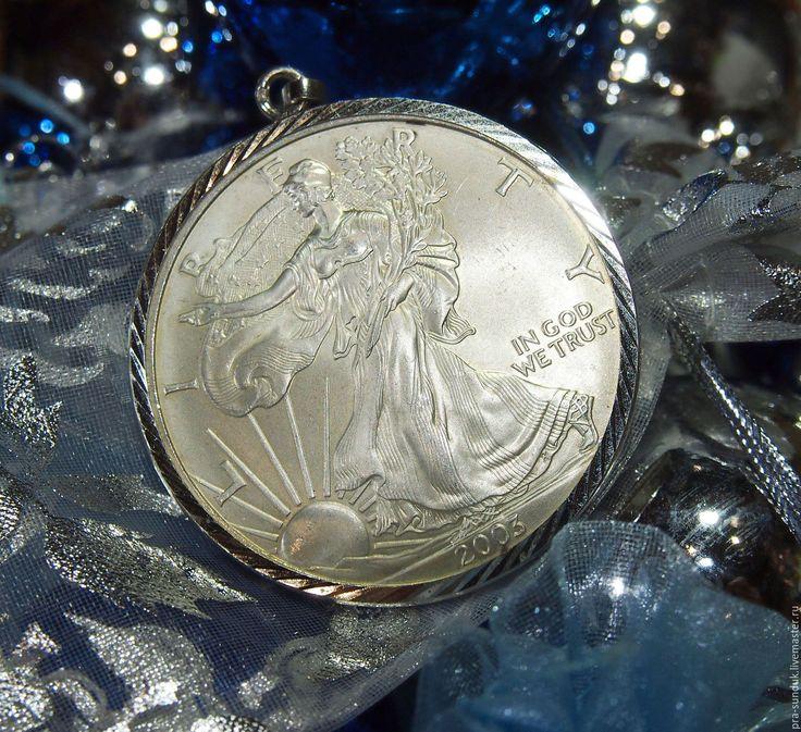 Серебряный кулон «Шагающая Свобода» с монетой 1 доллар США.