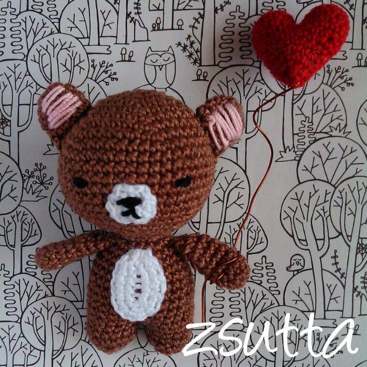 Mini mackó mini szívecskével (a szív egészen pontosan 2 cm)