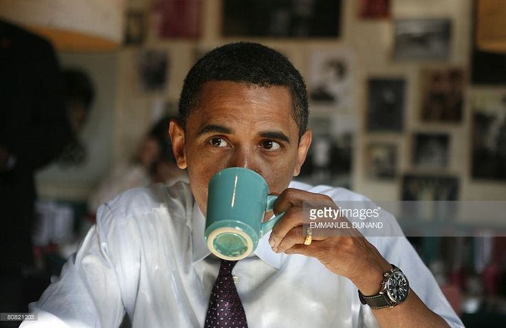 EVGENIA GL Democratic presidential candidate US Senator Barack Obama drinks coffee while having breakfast at Pamela's Diner in Pittsburgh, Pennsylvania, April 22, 2008. Polls opened in Pennsylvania's presidential primary Tuesday, with Hillary Clinton favored to win, but unlikely to overtake Barack Obama's overall lead in their marathon race for the Democratic nomination. AFP PHOTO/Emmanuel Dunand