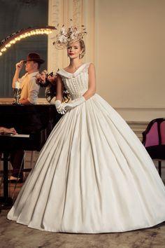 Elbise modelleri araştırıp paylaşmayı seviyorum ama gelinlik daha önce hiç aklıma gelmedi. İlgimi de çekmedi. Ama bunları görünce d… – Merve Demir