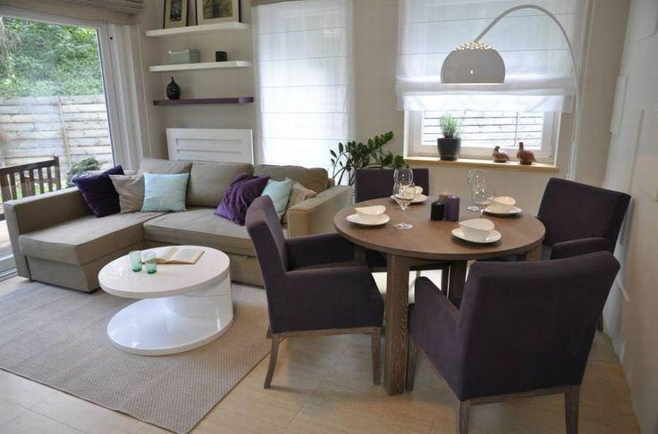 Nowoczesny salon w programi Dekoratornia to przede wszystkim przestrzeń, minimalizm i prostota. Styliści Dekoratorni stawiają raczej na chłodne barwy, dające we wnętrzach wrażenie elegancji. Ożywiają je kolorowe dodatki.