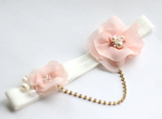 Blush pink garter, a true glimps of romance to complete your wedding attire. These hand dyed chiffon shabby chic flowers are adorned with pearls,