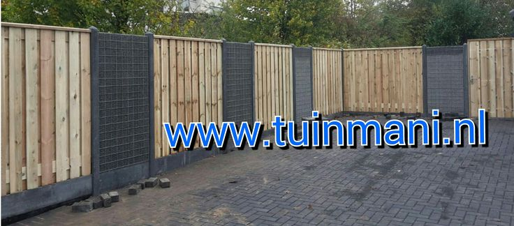 Een prachtige schutting - erfafscheiding - afscheiding, met als basis de beton palen en onderplaten, tuinschermen van geimpregneerd houten schermen en piramide afdeklatten. Dit alles gecombineerd met grindschermen. Een mooie onderbreking van het hout. Geplaatst door #tuinmani +Tuinmani  www.tuinmani.nl