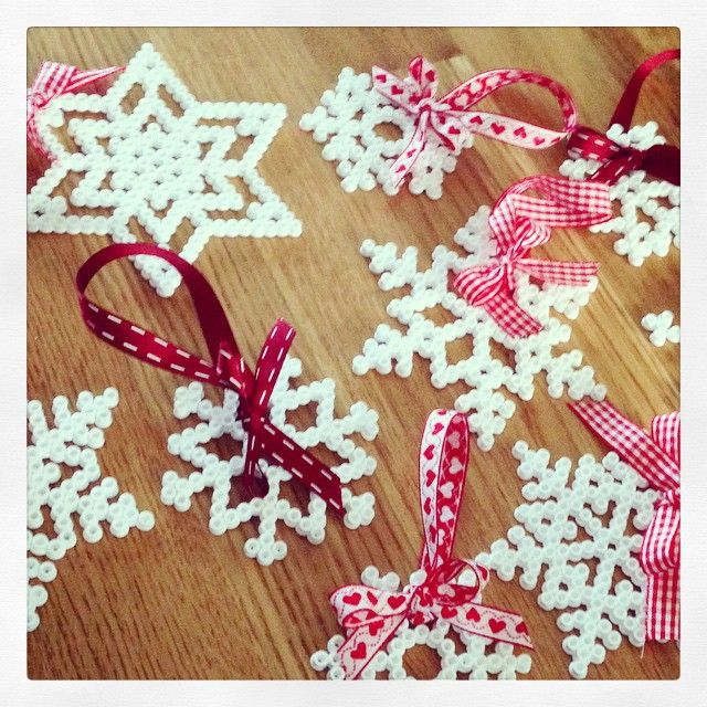 Christmas ornaments hama beads by conchabnt