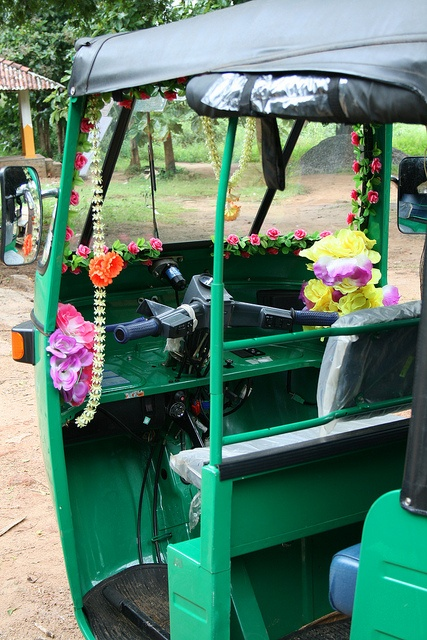 Traveling in Sri Lanka-TukTuk or 3wheeler