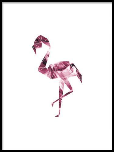 Affisch med flamingo. En grafisk poster med en rosa flamingo i geometrisk form. Ett intressant motiv som passar bra till modern och trendig inredning av hemmets rum. Snygg som en färgklick i en tavelvägg.