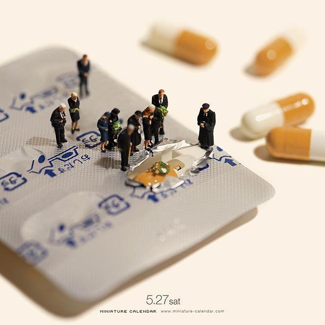 ". 5.27 sat ""Drug Coffin"" . 「薬を飲み忘れるなんて、くすりとも笑えない、、」 . #カプセル #棺 #Capsule #Coffin #グッドラッグ #悪い冗談 . #Regram via @tanaka_tatsuya"