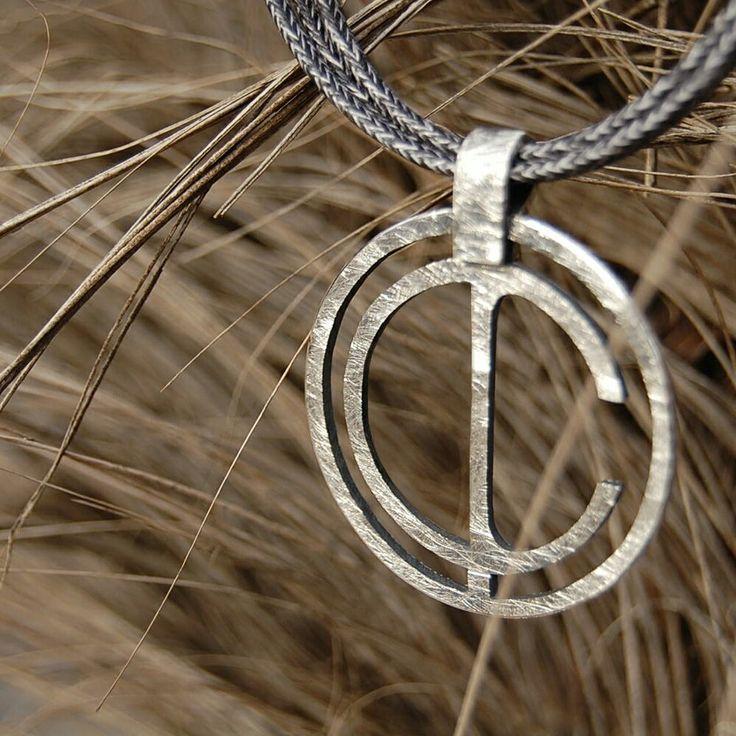 "CRISTINA, ""C"". Penjoll. Colgante. Pendant. Pequeñas joyas, grandes detalles. Small jewels, great gifts. www.argentumwords.com"