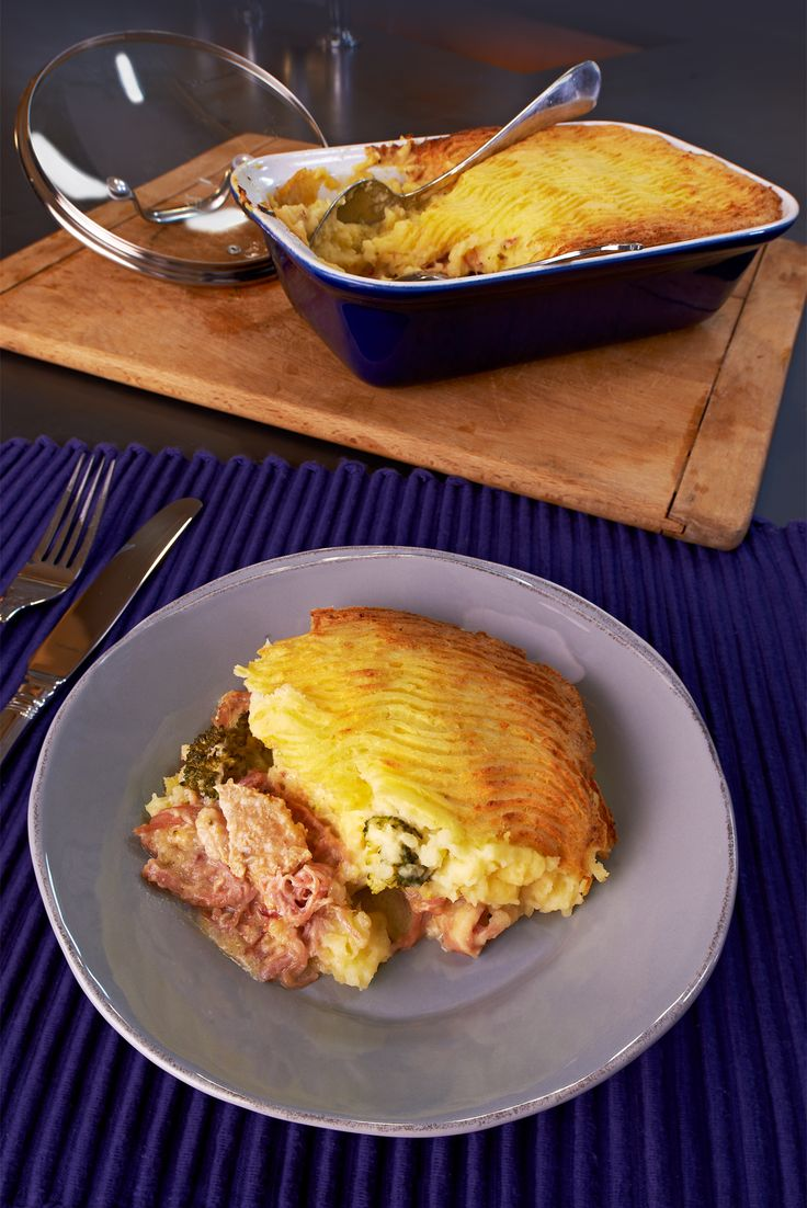 @rachelallencook 's Turkey and Ham Pie is the perfect comfort food for those chilly wintry days. http://gustotv.com/recipes/lunch/turkey-ham-pie/