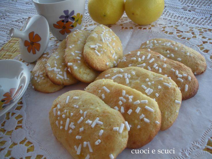 I biscotti pan di limone sono profumati e deliziosi uno tira l'altro, non contengono latte nè burro, una ricetta facile e veloce....