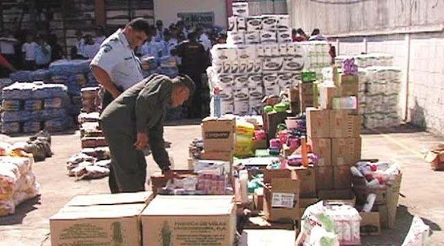 VENEZUELA: DESCUBREN TONELADAS DE ALIMENTOS ESCONDIDAS PARA DESESTABILIZAR AL GOBIERNO   Venezuela: Descubren toneladas de alimentos que empresarios escondían para desestabilizar al gobierno de Maduro La derecha venezolana esta repitiendo la estrategia que usó la derecha golpista en Chile contra Salvador Allende. Así sucedió entre 1970 y 1973 en Chile. Acaparamiento de alimentos básicos era el común denominador en la campaña contra Salvador Allende. Al acaparar productos esenciales se…