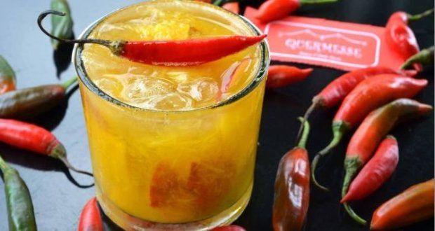 Caipirinha de vodka com pimenta e manga
