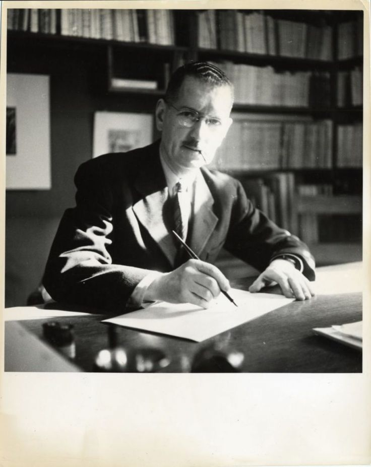 Portrait de Gérard Morisset, [vers 1945], BanQ Québec (P428, S3, SS1, D44, P453). Photographe non identifié.