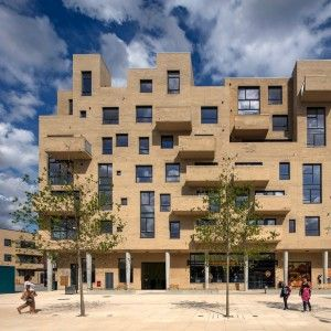 Peter Barber Architects completes supermarket and housing complex in London's…