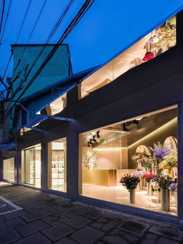Flower Shop in Shanghai by Alberto Caiola | Yellowtrace