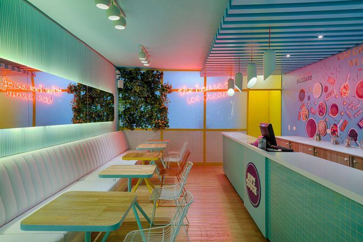 Coffee Cafe Interior, Cafe Interior Design, Interior Decorating, Interior Shop, Shop Front Design, Store Design, Milkshake Shop, Interior Pastel, Smoothie Shop