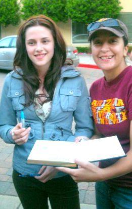 Kristen Stewart with a fan on set of Twilight