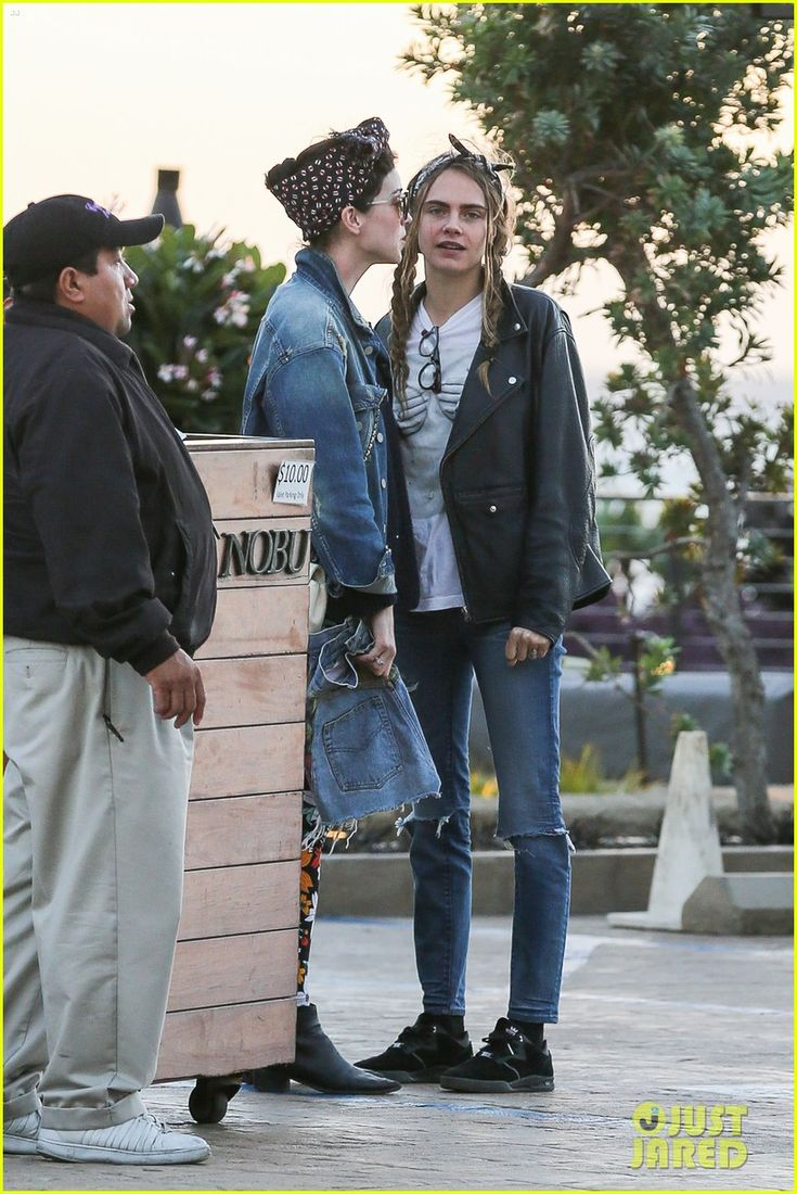 Cara Delevingne & Girlfriend St. Vincent Grab Dinner at Nobu: Photo #894503. Cara Delevingne and her girlfriend St. Vincent wait for their car outside of Nobu on Sunday (November 15) in Malibu, Calif.    The 23-year-old model and 33-year-old…