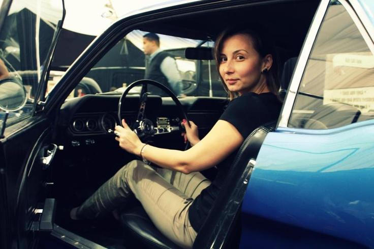 """APRILIE- La SIAB ma indragostesc de un Ford Mustang. Aparent poza este atat de reusita incat este """"imprumutata"""" de unii """"jurnalisti"""" pentru -si ilustra articolele."""