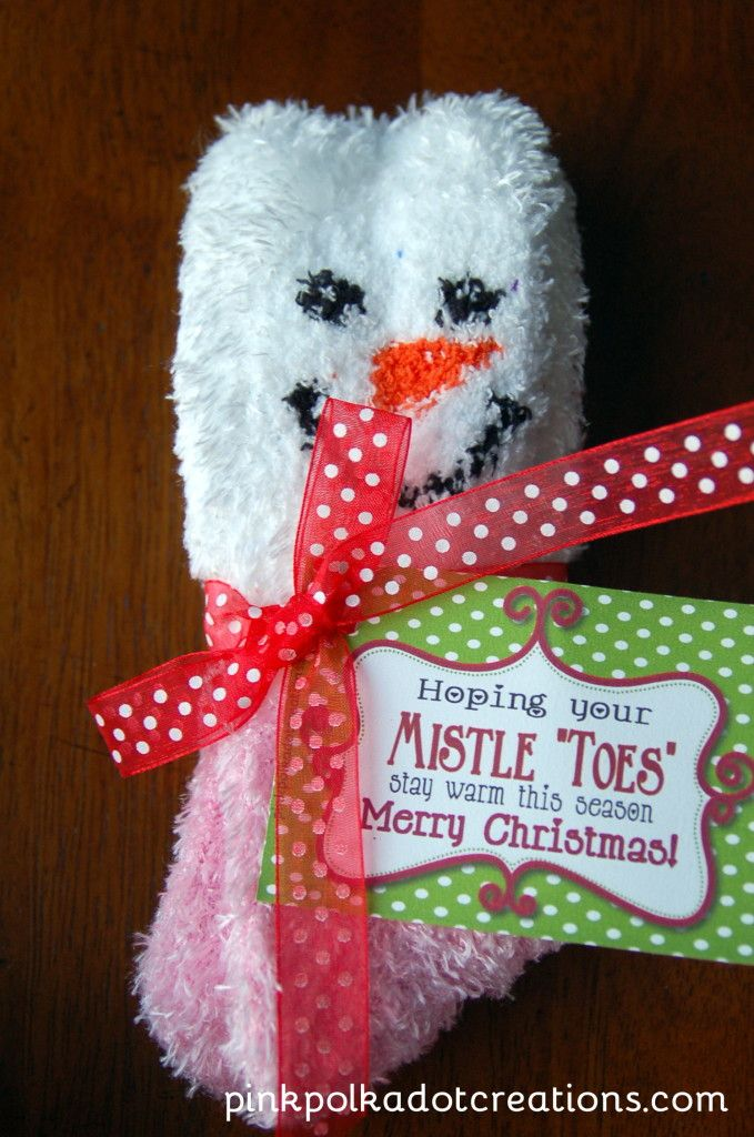 "Mistle ""Toes"", all you need is a fun pair of socks and this tag! + Free Printable Tags"