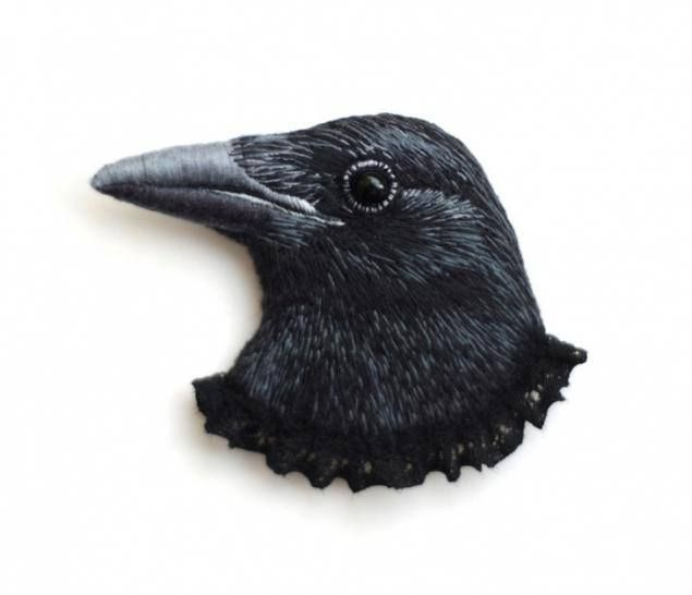 Realistic embroidered/felted raven brooch by https://www.etsy.com/ca/shop/cOnieco