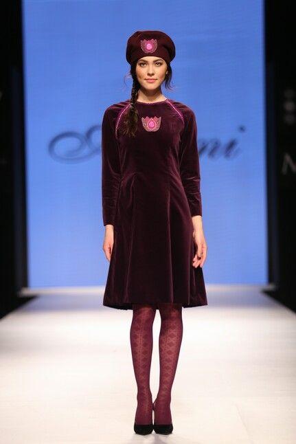 Платье из бархата с тюльпанами