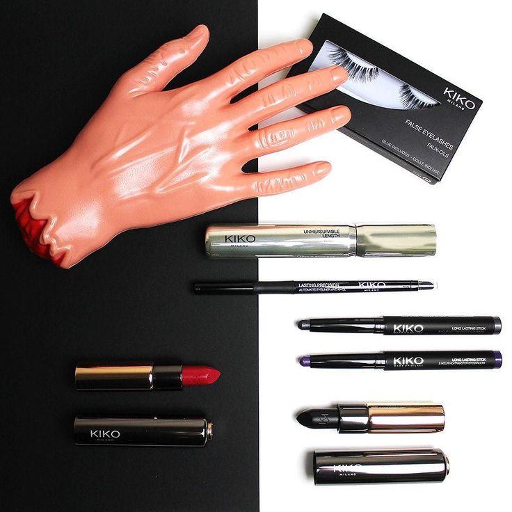 Pronte per #Halloween? Vi mostriamo i prodotti #KIKO che possono essere utilissimi per il trucco di Halloween: Rossetto nero (n. 130); Rossetto borgogna (n. 112); Ombretto antracite (n. 19) e Ombretto viola (n. 16) Long Lasting Stick Eyeshadow; Eyeliner nero Lasting Precision Automatic Eyeliner And Khol (n. 16); Mascara nero Kiko Unmeasurable Length; Ciglia finte Kiko Natural (n. 01). Sul nostro sito www.beautydea.it trovate tutte le idee look Kiko e l'elenco dei negozi in cui sarà possibile…