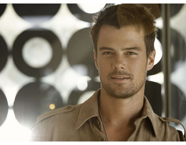 josh duhamel --- what a cutie --- did u know he beat ashton kutcher at a modeling contest during their early modeling days?