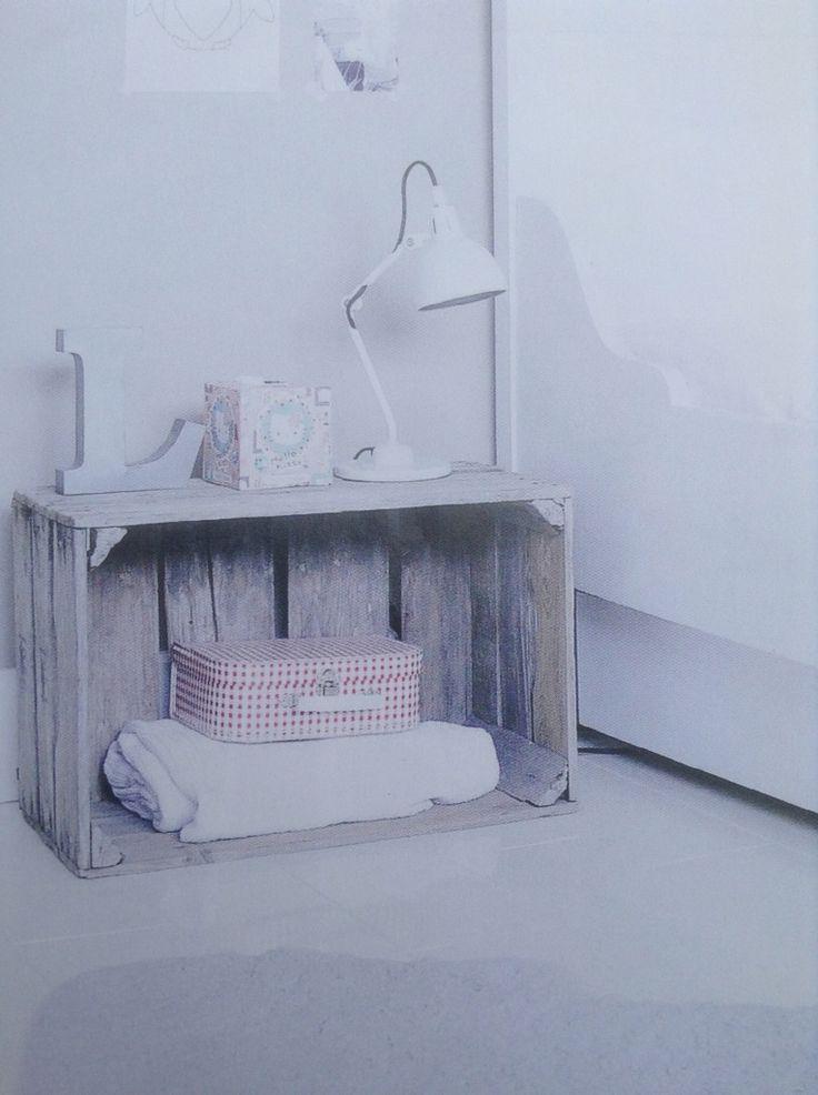 17 beste idee n over oude kist op pinterest koffer tafel boomstam en vintage koffers - Eigentijdse nachtkastje ...