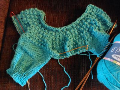 5 hour baby sweater, updated, corrected, pattern! Note to self... Use this one for a fast easy set?