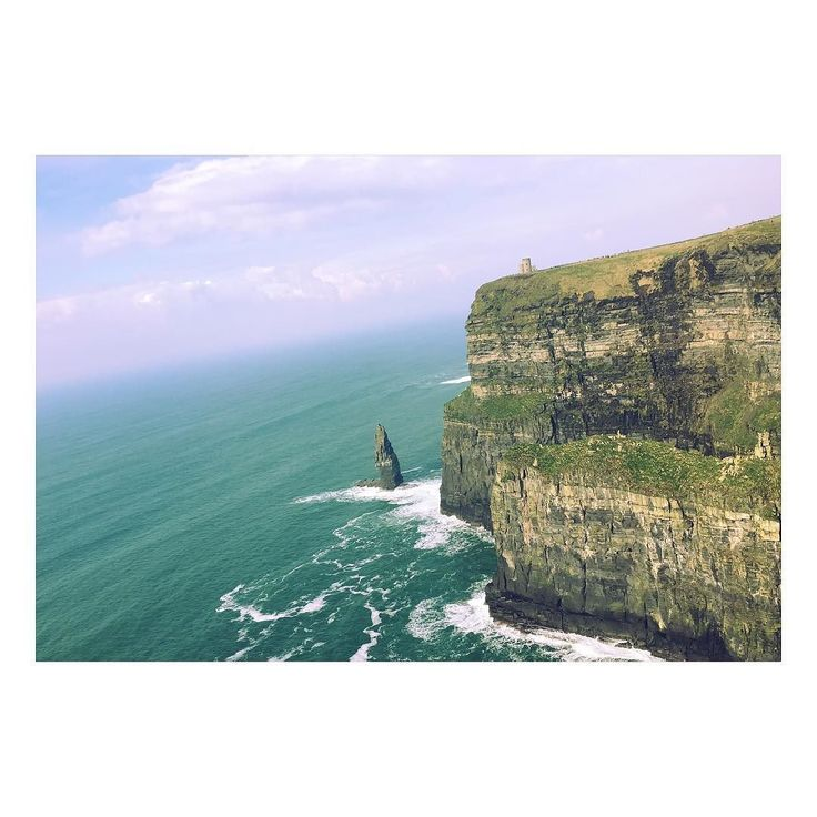 went to cliffs of moher it was soooo beautiful. i think it's most beautiful place in my life. and today was my first time to do hitchhike it was awesome too. i met a very kind oldman. he told me a lot of things about ireland. anyhow it was awesome day today!!!! 今日は人生初ヒッチハイクをしてモハーの断崖にいったωすんごいきれいで心が洗われた死なないで帰ってこれてはっびー すてきな人と場所に会えた今日は最高の日 今はみかんちでディナーパーティー カレーもたべれてとにかく幸せ #Ireland #cliffsofmoher #hitchhike#studyabroad #happyday! by skc_1_naaa