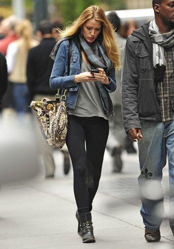 Leggins + campera de jeans.