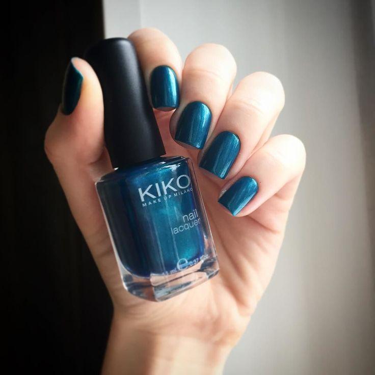 #ХолоднаяЛайкоПятница от @aliensuvorova @tara.putra и @_nailshop_ я с Kiko 300 В темно-синей базе много бирюзового шиммера очень красивый by mes.ongles