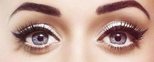 Katy perry - white eyeshadow vintagey- white eyeliner, black thick eyeliner wing, white shadow, and mascara