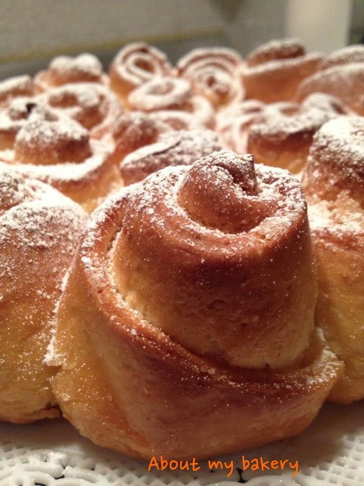 La semplicità e la bontà si riuniscono in questa torta di rose, che è il primo articolo del mio blog perchè per me ha un significato particolare! Provatela anche voi!