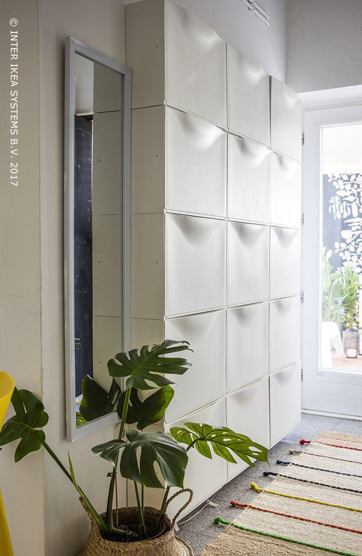 Wil je je kleine woning praktischer doen aanvoelen? Haal alles uit de wandruimte in de hal en ga voor kasten waarin je je schoenen en al je spullen kunt opbergen. Ontdek onze ideeën. TRONES Schoenenkast/opberger, 34,99/3 st. #IKEABE #IKEAidee Wanna make your home more functional? Use the walls in the hallway and opt for tons of cabinets to store all your shoes and general household stuff. Discover our ideas. TRONES Shoe/storage cabinet, 34,99/3 pcs. #IKEABE #IKEAidea