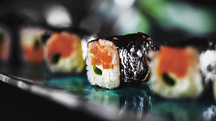 Копченый лосось и нежный сыр в ресторане Zodiac