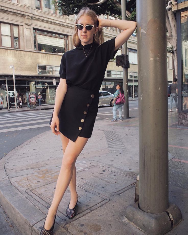 "1,085 Me gusta, 5 comentarios - Pixie Market (@pixiemarket) en Instagram: ""@taylranne in our Button Asymmetric Black Mini Skirt #MadeByUs #pixiemarket"""