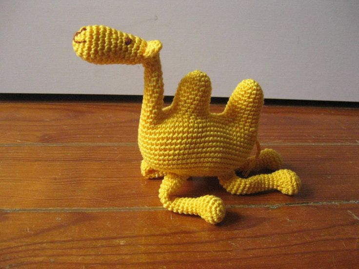 handmade camel (crochet) https://www.facebook.com/Biscoitos.handmade/photos/pb.1648132372140699.-2207520000.1459369985./1702582066695729/?type=3&theater